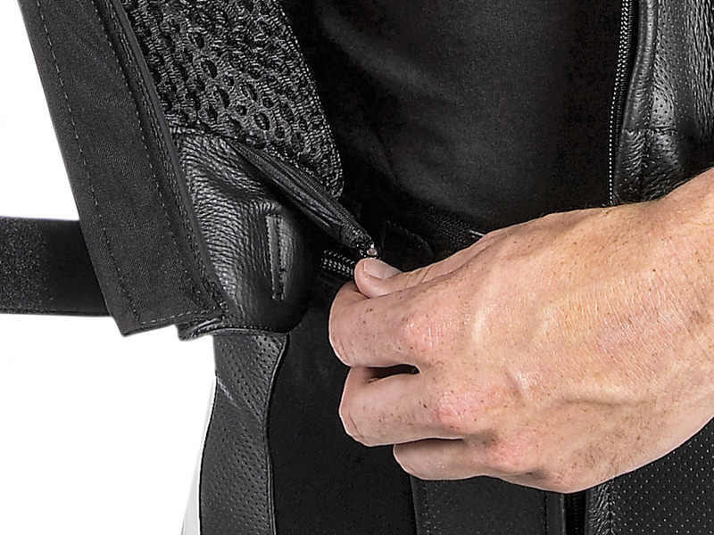JACKET-TROUSERS FASTENING SYSTEM