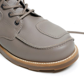 TAN-TAN SHOES FEATHER-GRAY/MOREL- Dunes